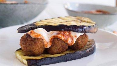 Aubergine burger met falafel