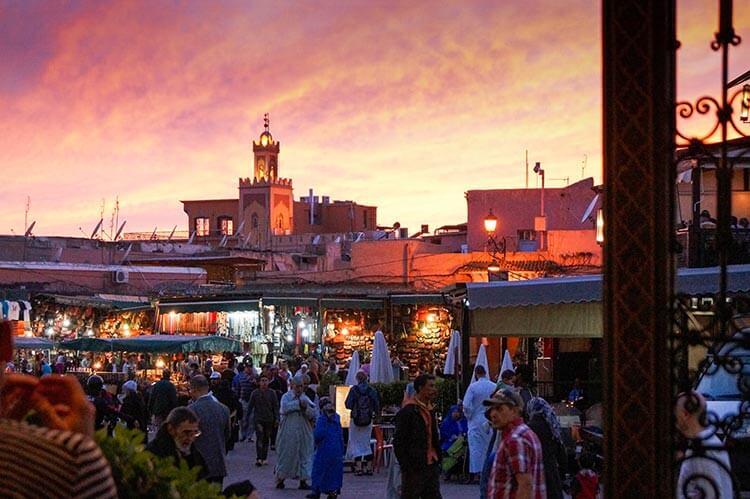 Plein Marrakech bij zonsondergang