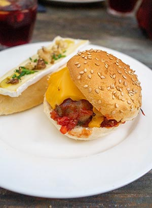 Stokbroodje brie en mini cheeseburger