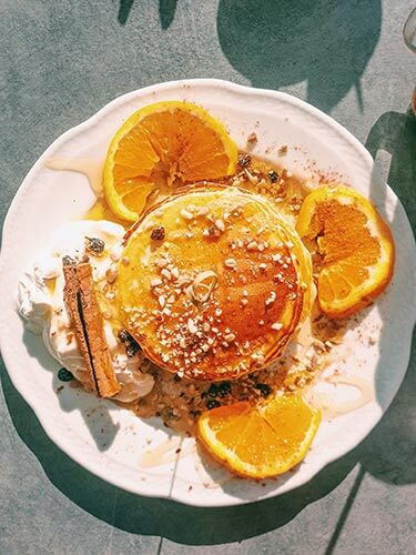 Ontbijt pancakes met sinaasappel en kaneel Aelia Keri