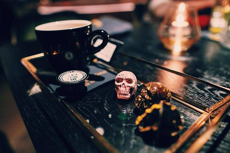 Koffie met bonbons restaurant Vandal Rotterdam